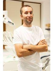 Dr Vlad Petrescu Seceleanu - Oral Surgeon at New Dent