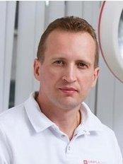 Dr Dmitri Sidorov - Dentist at Simpladent - m. The proletarian