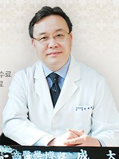 Dr  Sung - Dentist at Dr Sung Dental Clinic