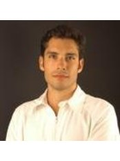 Dr Alex Carrascosa - Dentist at Den Clínica Dental