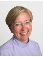 LIISA VARJOSAARI - Dentist at Clínica Dental Scandental