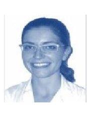 Dr Lara Méndez - Dentist at Clínica Dental Florida