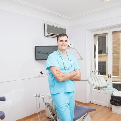 Dr JAVIER DE LA CRUZ