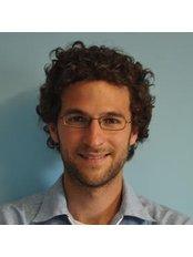Victor Manuel Romero Skogman - Oral Surgeon at Clínica Dental Teatinos