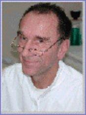 Dr. Joachim Schmittner - Top Dental Paguera - Avda. Paguera 12A, local 12, E- 07160 Paguera, Mallorca, ES, 07160,