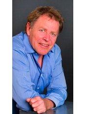 Mr IvanHenry Bondulich -  at Clinica Dental Althaus & Bondulich