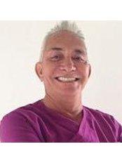 Dr Manuel Zaragoza - Oral Surgeon at Estética Dental