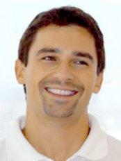 Dr Robert Tamarut -  at Alex H. Buss