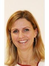 Mrs Gabriela Thoma - Nursing Assistant at Vollbezahnt