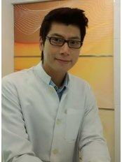 Dr Thanit Kiatpanapikul - Dentist at Dental Image Sukhumvit 24