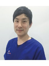 Dr Komsak Chokumnoy - Dentist at Dental Image Sukhumvit 24