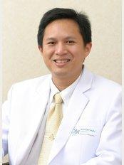 Inspire Smile Clinic - Dr. Athipan Pimkhaokham ( Implantologist, oral surgeon)
