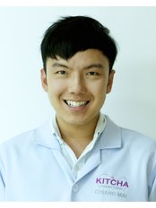 Dr Warat Leelapornpisid - Dentist at Kitcha Dental Clinic