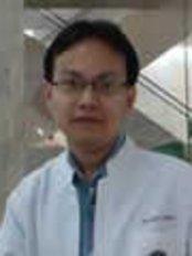 Dr Arnon Arunmuang - Dentist at The Dental Emporium Pattaya -Dusit Resort -Dolphin Roundabou