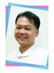 Tanakrit Noppakunwijai - Dentist at Cool Smile Dental Clinic (Hua Hin)-Phet Kasem Road