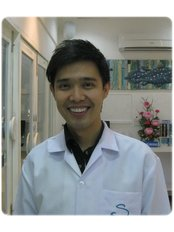Dr Adisorn Hanworawong - Dentist at S-smile By Dr.Sirinate Dental Clinicd