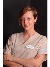 Dr. Ceyda Kanli Dursun - Chirurgin - Dental Estetik Center - Dr. Güzin Kirsaçlioğlu