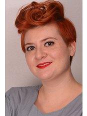 Dr. Suzan Duygu  SIPAHI - Kieferorthopädin - Dental Estetik Center - Dr. Güzin Kirsaçlioğlu