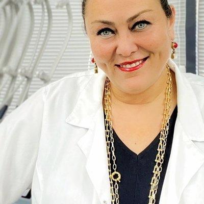 Dr Ayca Hoyi