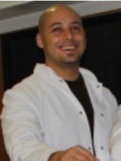 Dr. Engin Utkan - Zahnarzt - Udent Istanbul