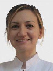 Dr. Nazli ALTIN - Zahnärztin - Dentaydın - İstanbul Aydın Üniversitesi