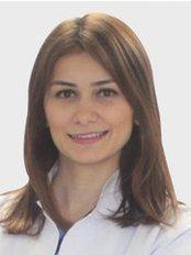 Dr. Gizem ÇOLAKOGLU - Zahnärztin / Praxispartnerin - Dentaydın - İstanbul Aydın Üniversitesi