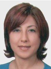 Dr. Isil KAYA BÜYÜKBAYRAM - Zahnärztin / Praxispartnerin - Dentaydın - İstanbul Aydın Üniversitesi