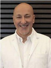 Dr. Selçuk Basa - Mundchirurg - Implant Clinic Istanbul