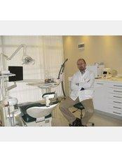 Dr. Ufuk Kayhan - Leitender Zahnarzt - Dr. Ufuk Kayhan