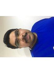 Dr Madhunandan (Max) Vijayakumar - Dentist at United Dental Care - Dundee