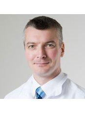 Dr Alex Hannah - Dentist at Alderley Dental