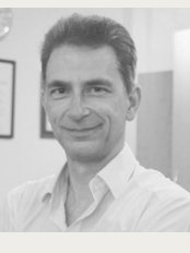 Dr Neil Dominic Greenway - Walford Mill Dental Care, Wimborne Private Clinic, Knobcrook Road, Wimborne, Dorset, BH21 1NL,