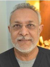 Mr Khurshid Qureshi - Dentist at Dentaliving