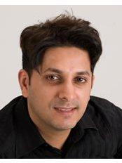 Dr Azhar Bakhshi - Oral Surgeon at Dr David R Grimes