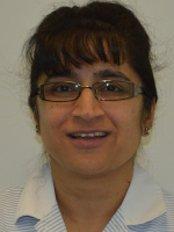 Mrs Sapna Savani - Dentist at Woodhall Dental Practice