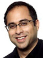 Dr Usman Qureshi - Orthodontist at Carisbrook Dental Care Ltd
