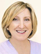 Dr Richard D Casson - Ms Jenny Kakoullis