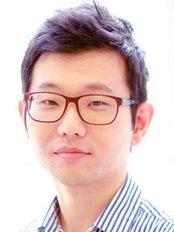 Dr Yunsuk Yang - Dentist at Kensington Dental Practice