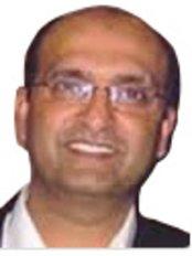 Dr Muntazir Ali - Dentist at Pinn Dental Practice