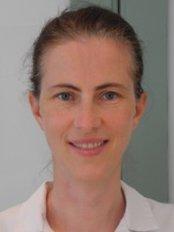 Dr Yvonna Szyszko - Oral Surgeon at Ravenscourt Dental Practice