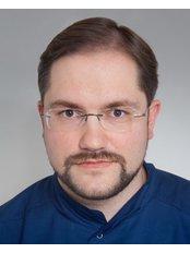 Dr Péter Dudás - Dentist at VitalEurope dentistry - Budapest & London