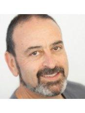 Dr Harris Smeyatsky - Orthodontist at Clinic 95