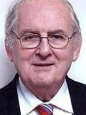 Dr Stuart Orton Jones - Oral Surgeon at Oxford Dental Centre