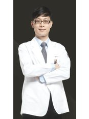 Dr Yunseok Yang - Dermatologist at Renewme Skin Clinic Seocho