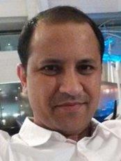 Dr Nikunj Bansal - Surgeon at Scod Clinic - Karol Bagh