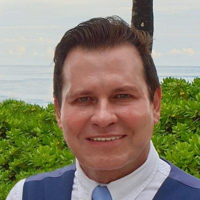 Dr Sam van Eeden