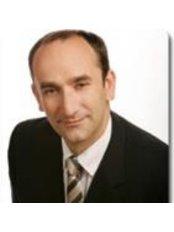 Dr John Males - Ophthalmologist at Sydney Cornea Clinic