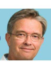 Dr Wouter van den Berg - Doctor at Eye Clinic De Horsten Wassenaar