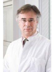 Dr Miguel Hinrichsen -  at Kinderwunschzentrum Kassel