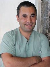 Dr Kazim Sipahi - Surgeon at Novaesthetica Haartransplantationen